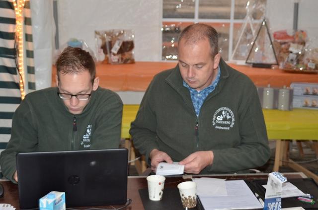 Roan de Boer en Martin Vink voeren nauwgezet de predicaten in.